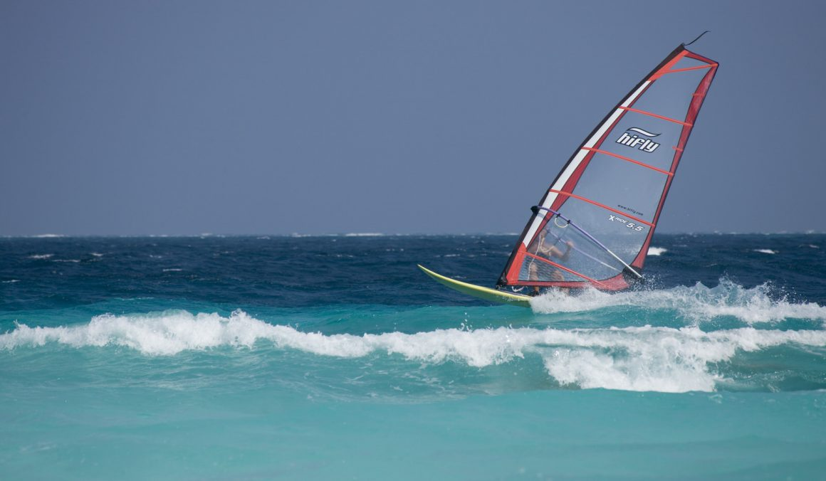 windsurf sailing in maldives