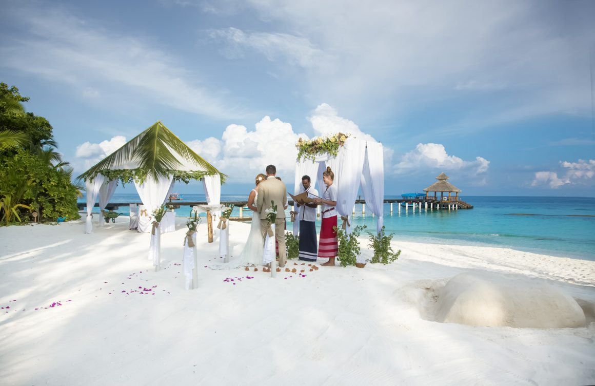 photography wedding ceremony on the maldives beach