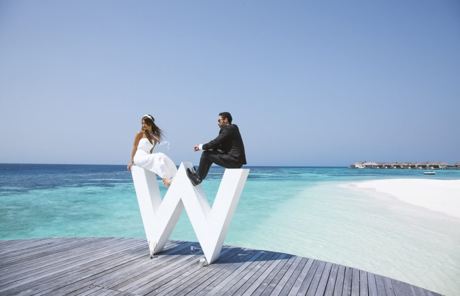 creative maldives photography session of wedding couple