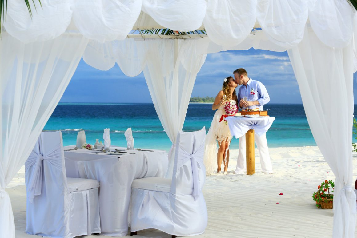 hire photographer for wedding vows in maldives