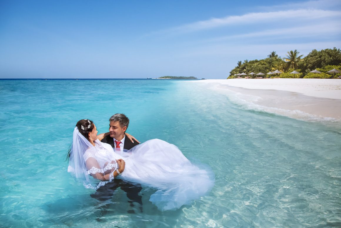 romantic wedding photography in the maldives island lagoon
