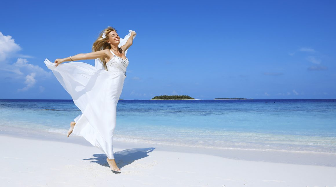 Beach bride Maldives photo